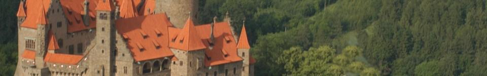 Kotelna na spalování dřevního odpadu o výkonu 2,7MW včetně teplovodních rozvodů v obci pro vytápění více než 90% všech objektů včetně hradu Bouzov.